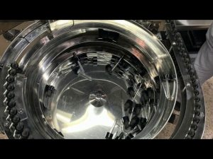 यांत्रिक हाथ प्रकार सीबीडी बोतल भरने और कैपिंग मशीन